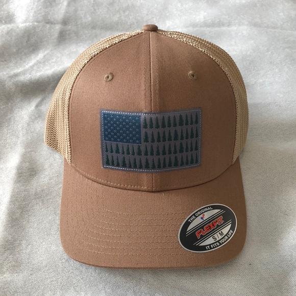 f2e6fbf7e2138 Columbia Sportswear Fishing Gear Mesh Ball Cap